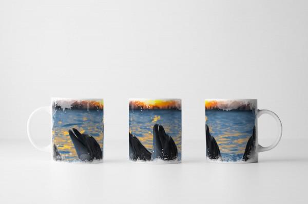 Tasse Delfingruppe bei Sonnenaufgang im Meer