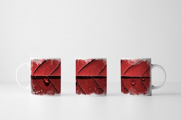 Tasse Rotes Laubblatt in Makroaufnahme