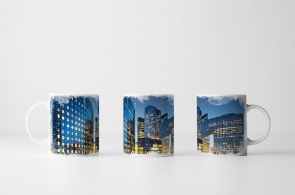 Tasse Wolkenkratzer und Lichtbahnen
