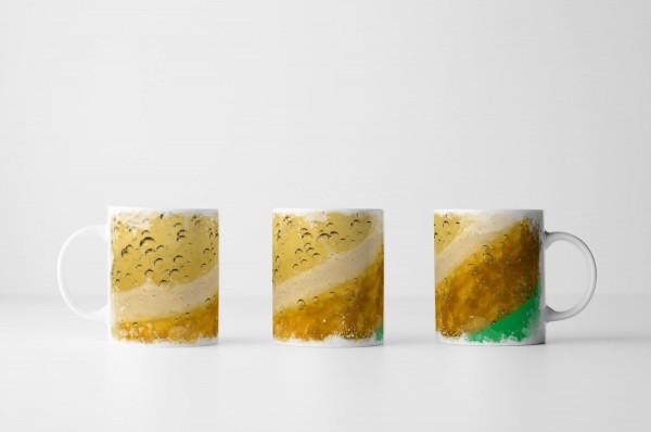 Tasse Wassertropfen auf Zitronenschale