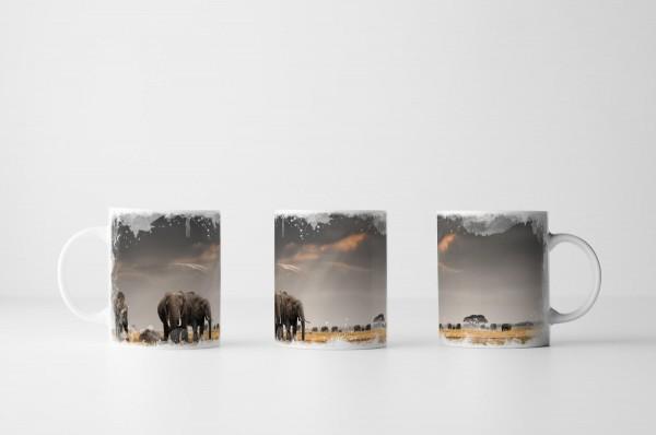 Tasse Elefantengruppe unter grauem Himmel