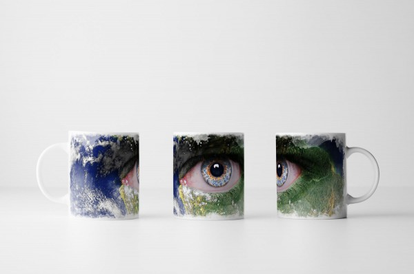 Tasse Das Gesicht der Erde mit blauem Auge