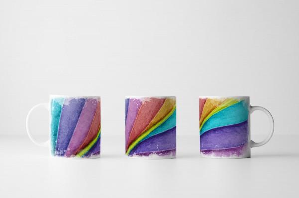 Tasse Blatt in Großaufnahme in Regebogenfarben
