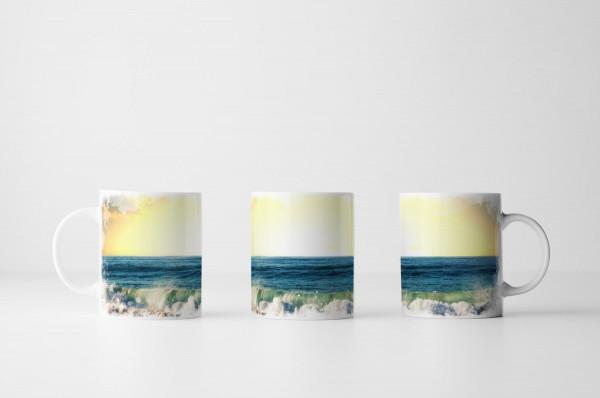 Tasse Brandung am sonnigen Strand