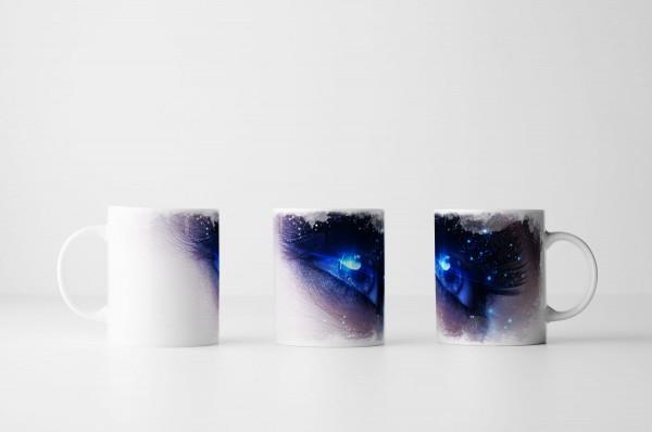 Tasse Menschliches Auge mit Sternenstaub