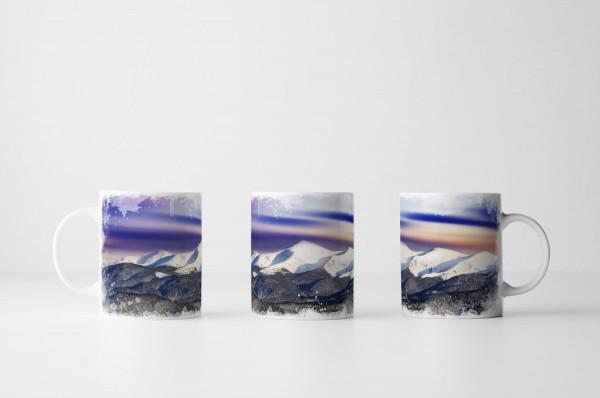 Tasse Blau Pinker Himmel mit Gebirge