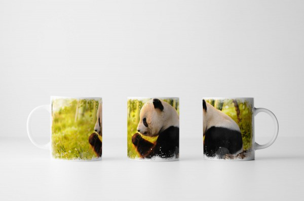 Tasse Sitzender Pandabär beim Essen