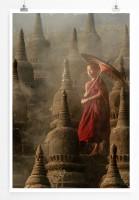 Poster Buddhistischer Novize vor Pagoden