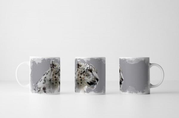 Tasse Junger männlicher Schneeleopard von der Seite