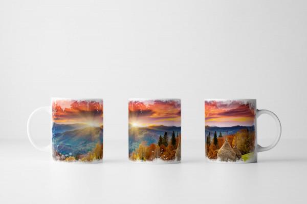 Tasse Berglandschaft bei Sonnenaufgang im Herbst