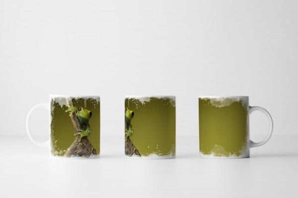 Tasse Süßer Frosch vor grünem Hintergrund