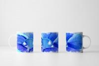 Tasse  Blaue Blüte mit Tautropfen