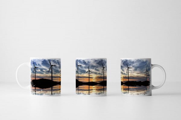Tasse Windräder bei Sonnenaufgang