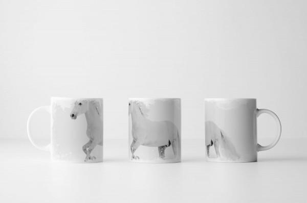 Tasse Weißes Pferd im Schnee