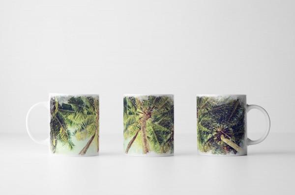 Tasse Vintage Palmen aus Froschperpektive