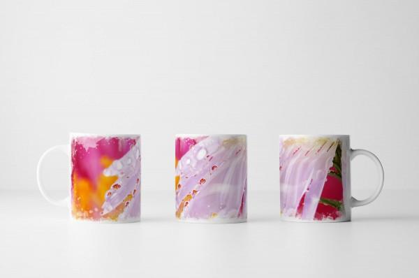 Tasse Rosa Blütenblätter mit Tautropfen
