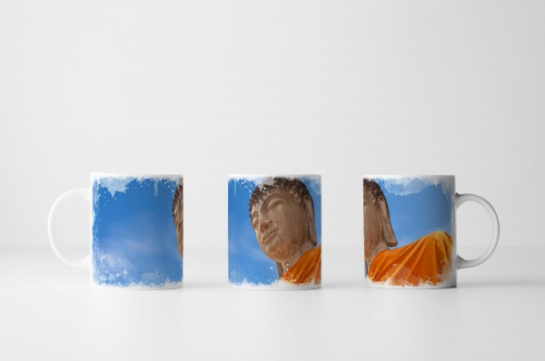 Tasse Buddha Porträt aus Froschperspektive